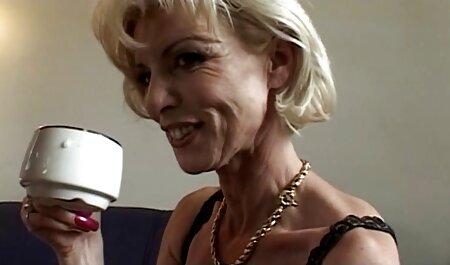 Dame blonde sex film porno gratuit sans culotte en magasin
