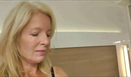 La milf film sex amateur gratuit américaine Natasha Belinsky doigte son cul serré